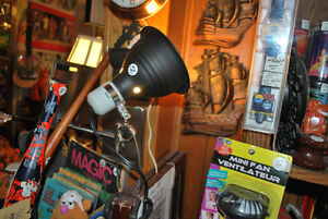 LAMPS - SEVERAL ASSORTED STYLES - VINTAGE & MODERN Windsor Region Ontario image 8