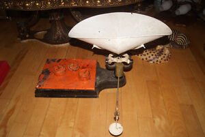 LARGE ANTIQUE GROCERY SCALE West Island Greater Montréal image 1