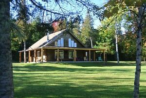 BEAUTIFUL CEDAR LOG CABIN/COTTAGE ON RICHIBUCTO RIVER