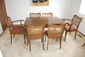 Antique 1930's extendable dining table with 6 chairs
