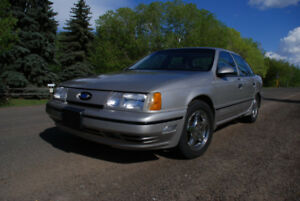 1989 Ford Taurus SHO, LOW MILEAGE, NO RUST, AND RARE