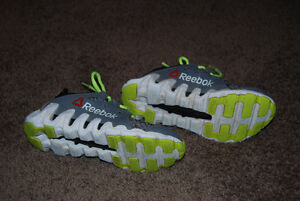 Reebok Sneakers - Size 1.5 Kitchener / Waterloo Kitchener Area image 3