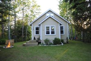 Polished and refined Gimli cottage for sale