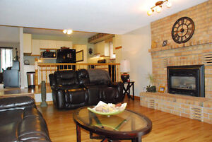 LOOKING FOR A GREAT FAMILY HOME IN CORUNNA? Sarnia Sarnia Area image 3