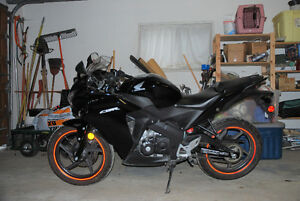 2011 Honda cbr125 - Low Kilometers