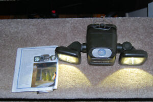 "Outdoor Motion Sensor ""Beams"" Floodlight (battery operated)"