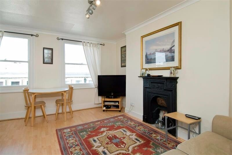 Stylish top floor one bedroom flat to let on Comeragh road.