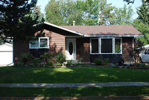 Family Home in Quiet Neighbourhood (Forest Lawn - St Albert)