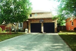 2 Lrg furn. rooms in Christian Family Home Welland near College