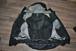 Manteau porter 2 fois Helly Hansen grandeur Large (HH black coat