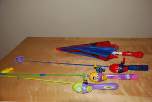 canne a peche ( lot de 3) et parapluie spiderman