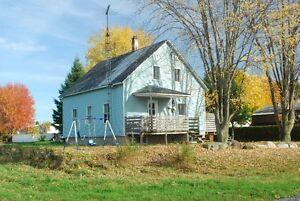 Petite maison dans un secteur résidentiel très tranquille Saint-Hyacinthe Québec image 1