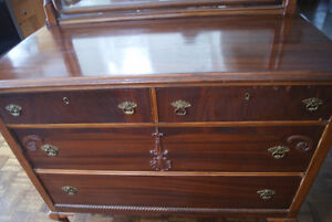 Gorgeous massive antique mahogany dresser with mirror West Island Greater Montréal image 3