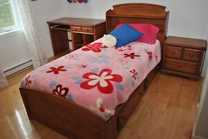 Ensemble mobilier chambre d'enfant