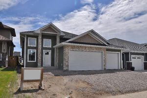 Spacious Bi-Level and Great Location in Warman!!
