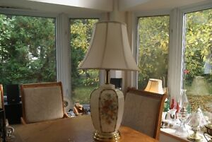 Beautiful vintage lamp with flowers West Island Greater Montréal image 1