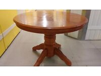 Round dining table,solid oak,extendable,carved,105cm to 152 cm,adjust screw,VGC,no chairs