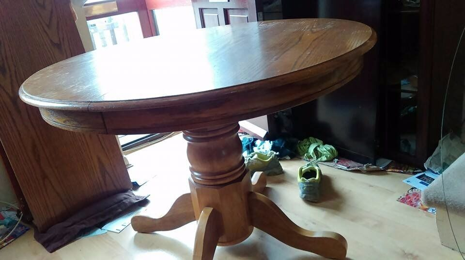 round dining tablesolid oakextendablecarvedadjust screw105 - Round Solid Wood Dining Table