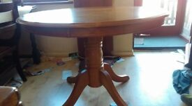 Round dining table,oak,non-extendable,stable,carved,100 cm,adjust screws