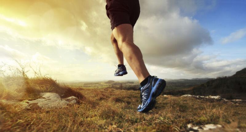 Schneller, höher, weiter: Der richtige Sportschuh kann Deine Leistung deutlich verbessern. (© Thinkstock / The Digitale)
