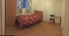 Single room available to student rent