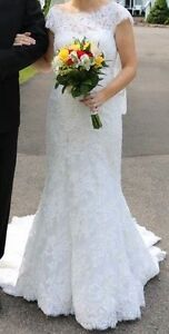 ***Price reduced*** Size 6 Lace wedding dress AND veil