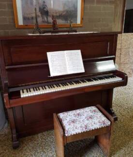 Piano Ronisch Upright