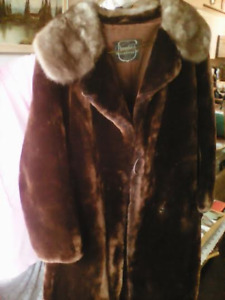 BEAUTIFUL CLEAR QUALITY CRYSTAL GLASS + MINK COAT