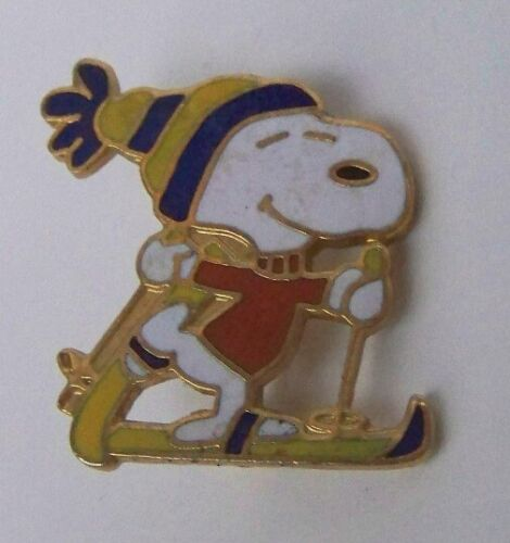 VINTAGE PEANUTS - SNOOPY SKIING SKIER ENAMEL COLLECTOR PIN 1972 - BLUE & YELLOW