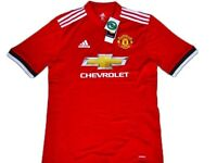 Childrens Manutd home kit shorts and home jersey size 9-10