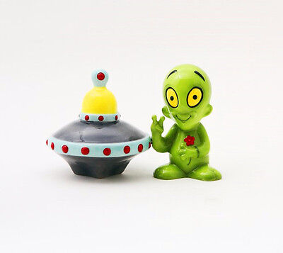 ALIEN AND SPACE UFO SAUCER CERAMIC SALT & PEPPER SHAKERS.MAGNETIC ATTACHED