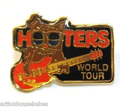 HOOTERS RESTAURANT HOOTIE PLAY GUITAR ROCKIN ROLL WORLD TOUR LAPEL PIN