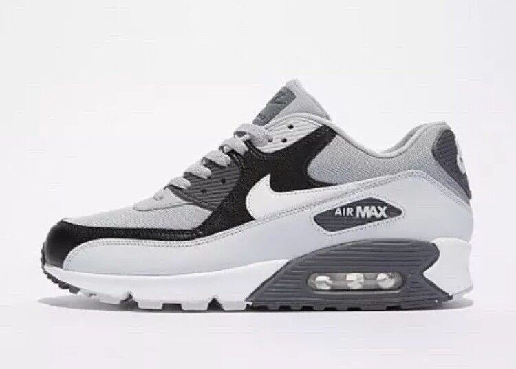 pretty nice e8fff afa5e Nike Air Max 90 Essential Trainer Uk Size 6