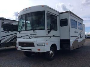 Sightseer Winnebago 2006 great shape low miles !