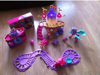 MY LITTLE PONY CASTLE SET ----- LOVELY TOY COLLECTION ----- HARDLY USED