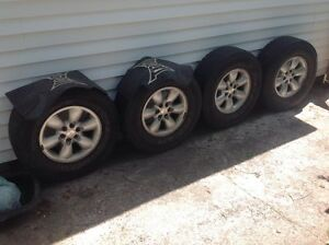 4 mags 6 troues 265/70/R16  Dodge Dakota 2004