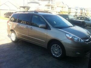 Selling 2007 Toyota Sienna XLE AWD limited.