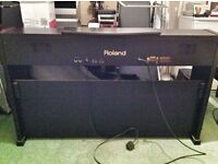DIGITAL ROLAND PIANO (HARDLY USED)