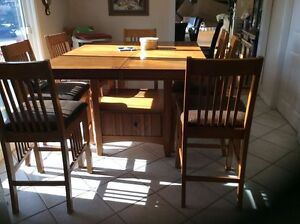 Oak counter to table and 8 chairs
