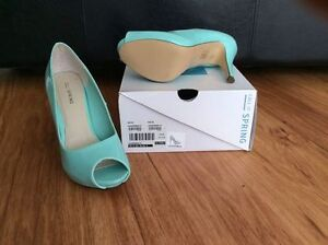 spring lauderman mint green peep toe heels - size 9 Kingston Kingston Area image 2