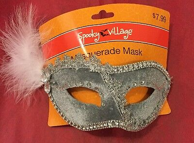 Spooky Village Masquerade Mask Silver And White](Spooky Masks)