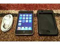 APPLE IPOD TOUCH 1ST GENERATION 8GB WITH USB CHARGER IN VERY GOOD CONDITION