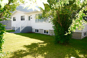 Renovated & Large Family Bungalow in Beautiful Crowsnest Pass
