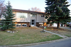 5 Bedroom Family Home on Large Corner Lot in Spruce Grove