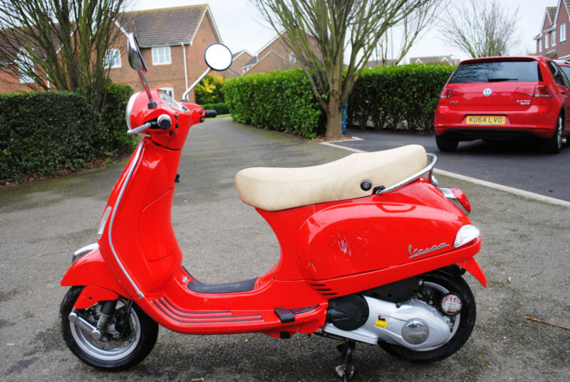 2012 62 plate piaggio vespa lx 125 scooter red 12 months mot