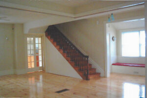 QUEENS:  BEAUTIFUL LIGHT FILLED RENOVATED 5 BEDROOM HOUSE
