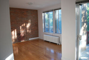 Spacious, Sunny 5 1/2 - 2 closed bedroom with dining room