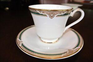Set de vaisselle ROYAL DOULTON en porcelaine anglaise 12 couvert