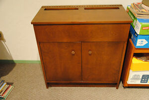 Flip-top cabinet with 2 doors - solid wood