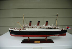 CHRISTMAS IDEA - Replica Of The Queen Mary Liner